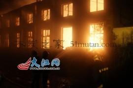 生产木炭也要注意安全江西一木炭厂发生大火(图)
