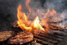 在家做碳烤肉木炭滴油冒火苗怎么办